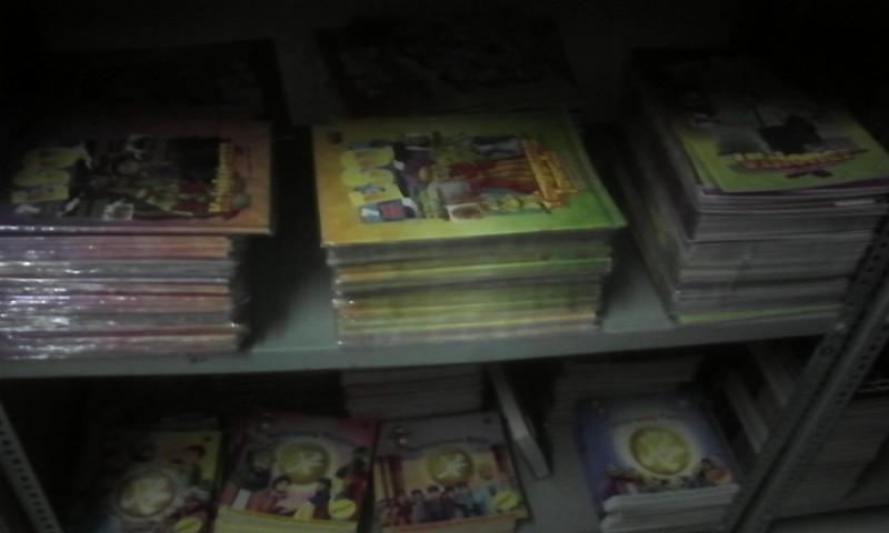 souvenir, kaos, tshirt, boneka, dvd., Buku, esq