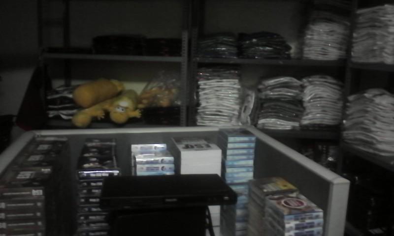 souvenir, kaos, tshirt, boneka, dvd