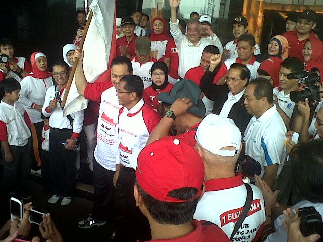 Dahlan Iskan, Berry Natalegawa Gerak Jalan Bersama ESQ